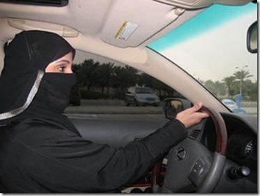 ARABIA_SAUDITA_-_woman_driver