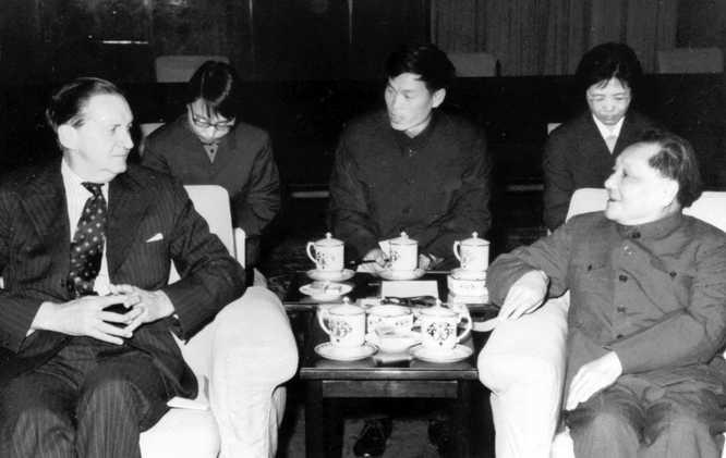 1979-03-29-MacLehose-Deng-Xiaoping_resize