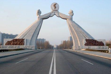 Dprk_pyongyang_2_korea_monument_05